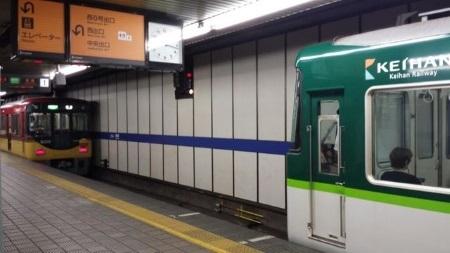 淀屋橋縦列停車.jpg