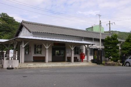 釜戸駅舎c.jpg